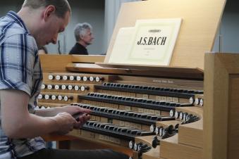 Organ Player